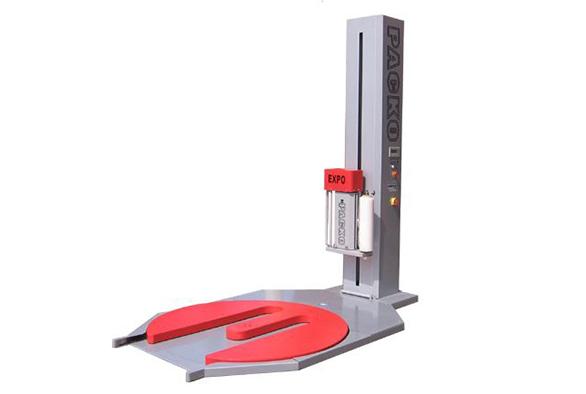 מכונת עטיפה חצי אוטומטית מסוג במה מסתובבת, המשמשת לעטיפת מרבית סוגי המשטחים